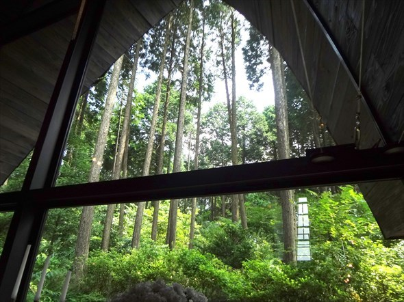 箱根の森 高原教会 窓からの光